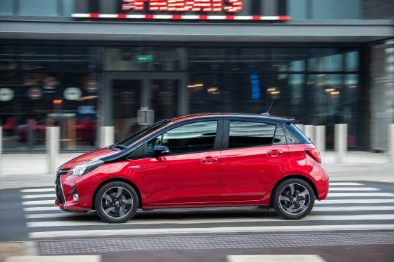 2016 Toyota Yaris Hybrid driving