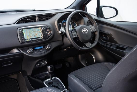 2016 Toyota Yaris Hybrid interior