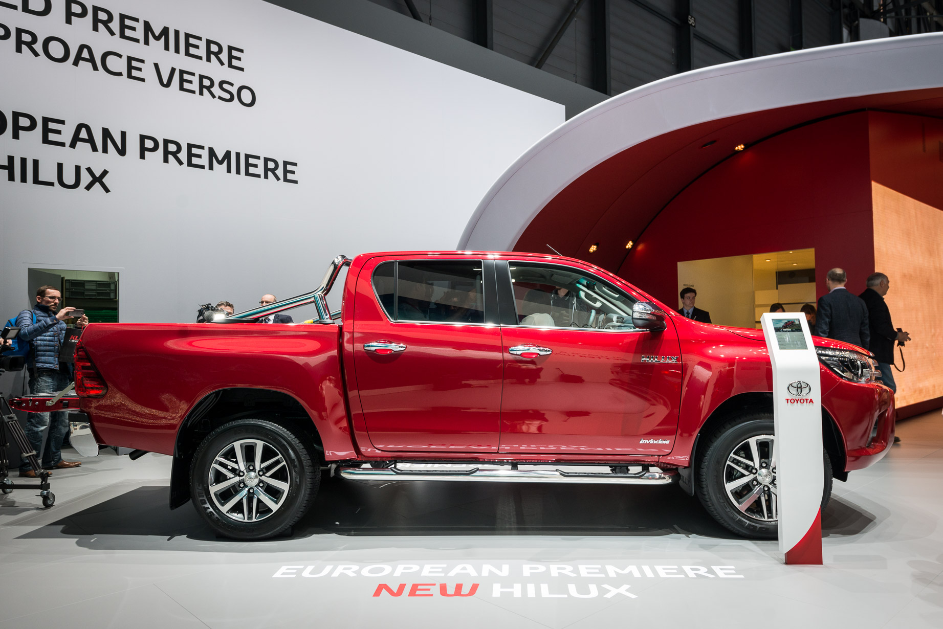 Toyota Hilux 2016 side