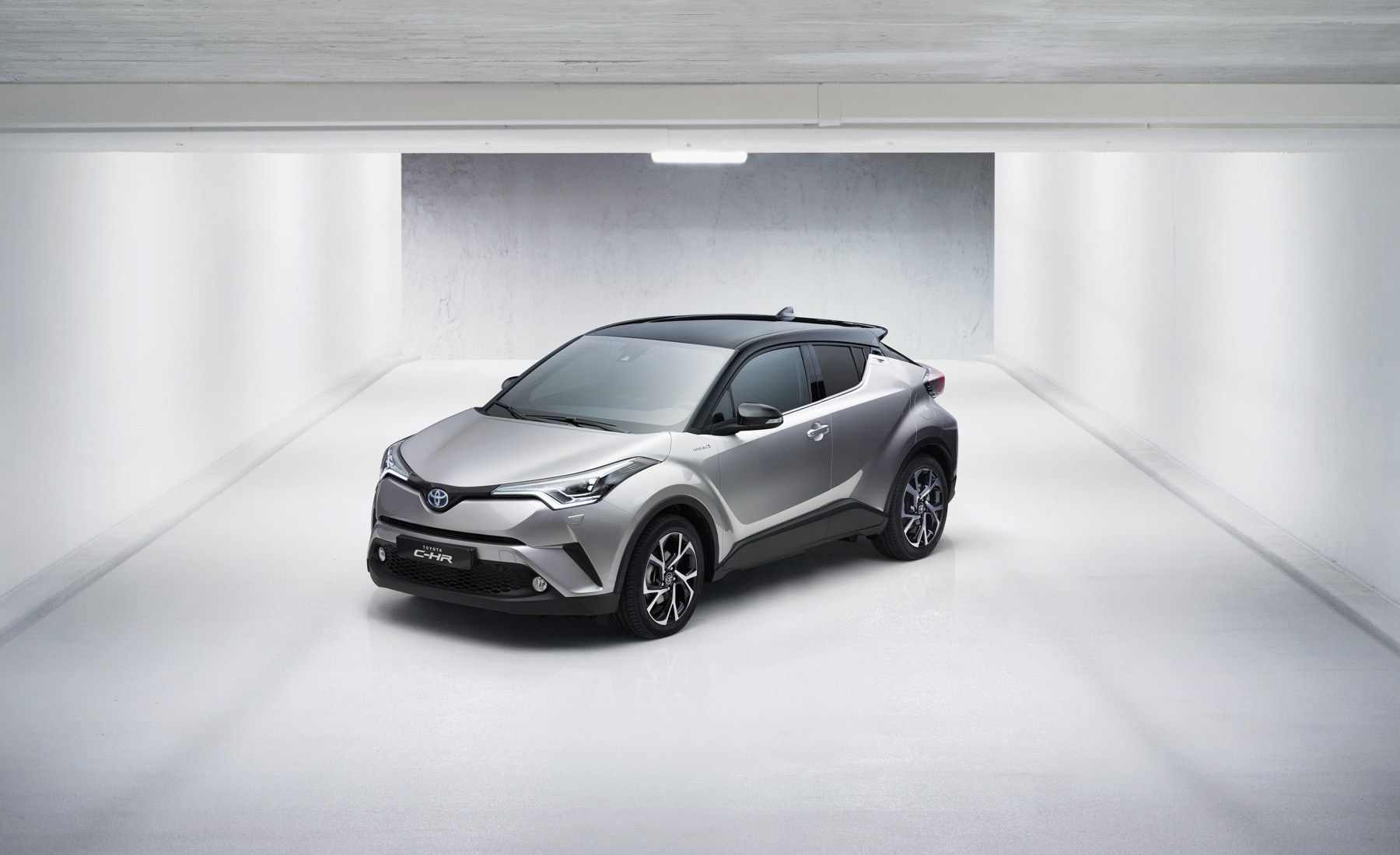 Toyota C-HR front static 1