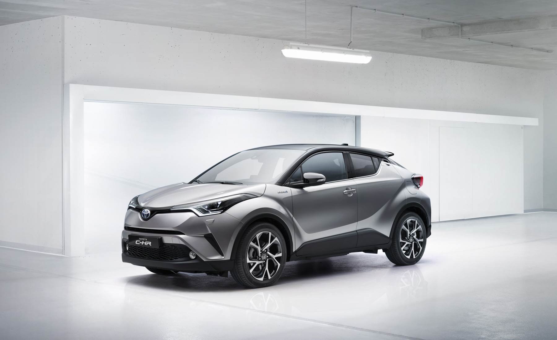 Toyota C-HR front three-quarter 1