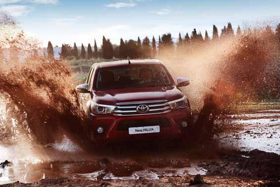 2016-Toyota-Hilux-Geneva-8