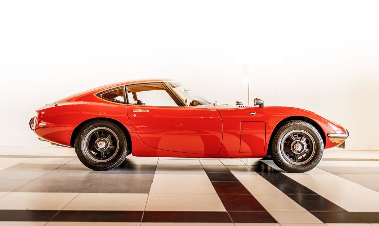 Toyota-2000GT-for-sale-08