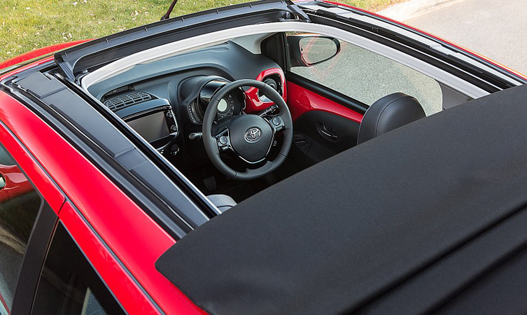 Aygo's canvas roof