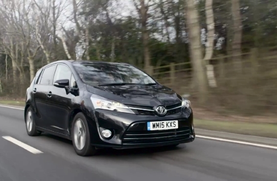Toyota Verso meets Rainy City Roller Derby - driving