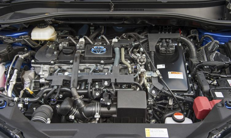c-hr-hybrid-engine-04