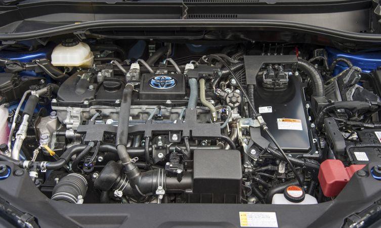 c-hr-hybrid-engine-04