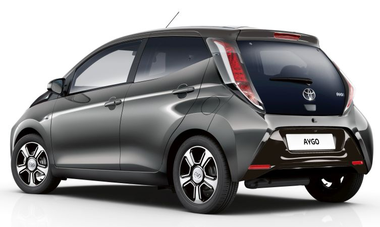 top of the range aygo x clusiv enhanced for 2017 toyota. Black Bedroom Furniture Sets. Home Design Ideas