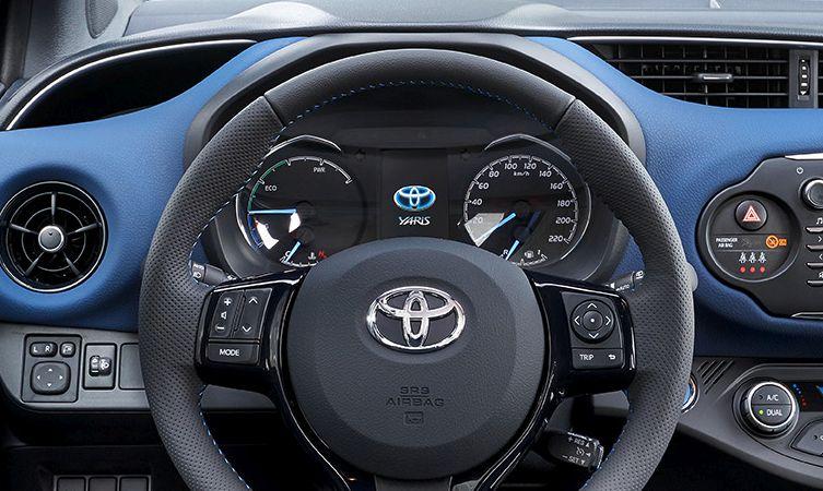 2017 Toyota Yaris dashboard