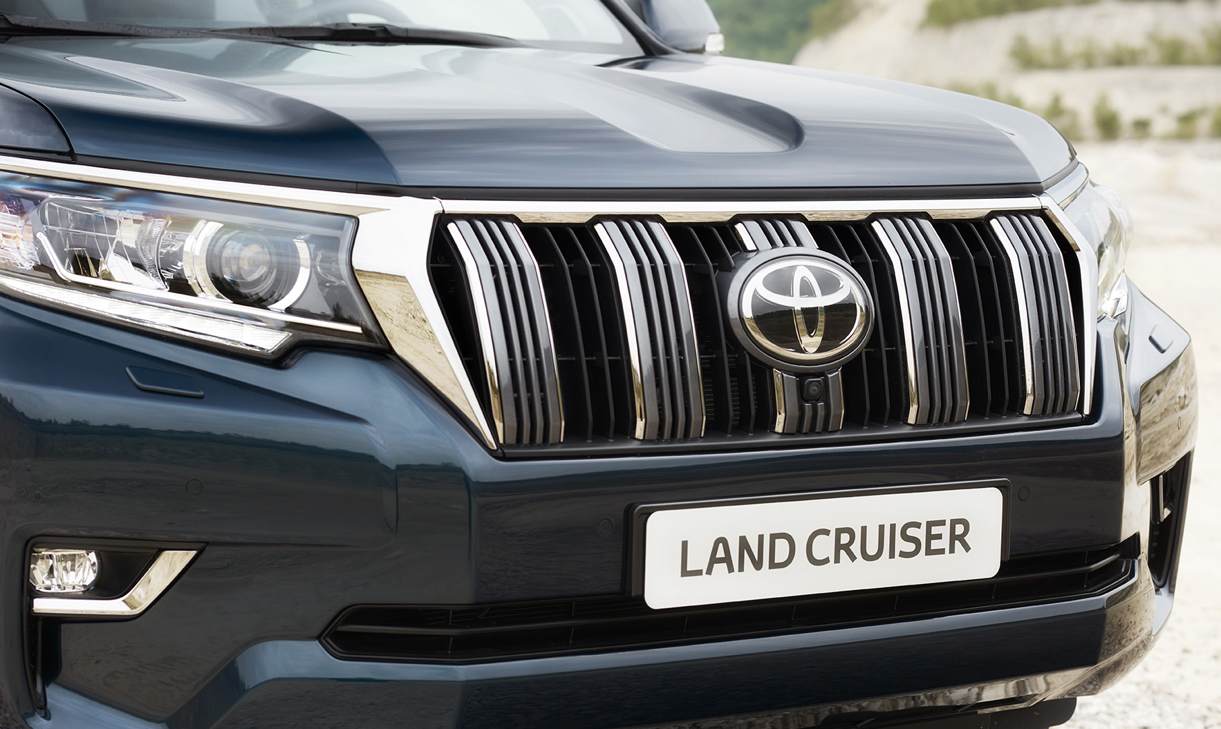 Toyota Reveals New Land Cruiser At Frankfurt Motor Show Engine In Keeping With Heritage The Grille Itself Features Broad Vertical Bars Slit Shaped Cooling Openings Finished Chrome