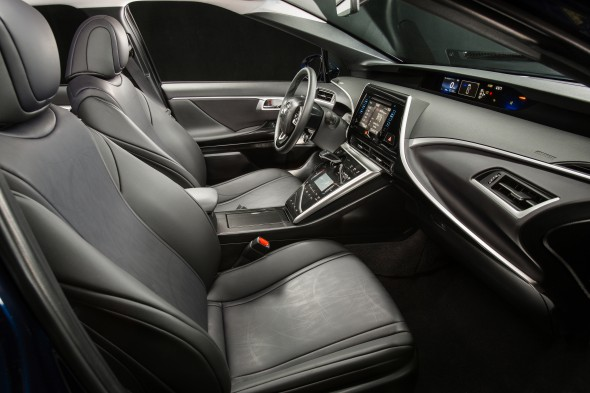 2016_Toyota_Fuel_Cell_Vehicle_010