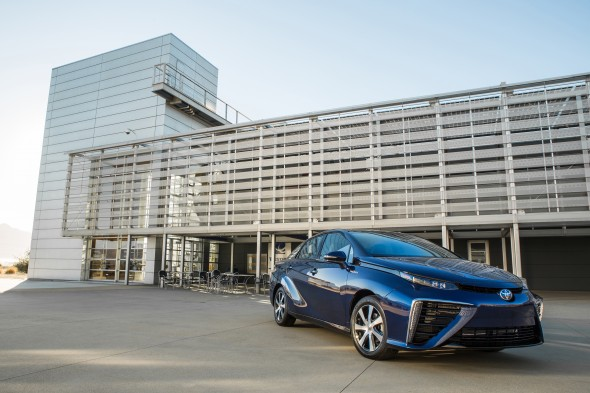 2016_Toyota_Fuel_Cell_Vehicle_017