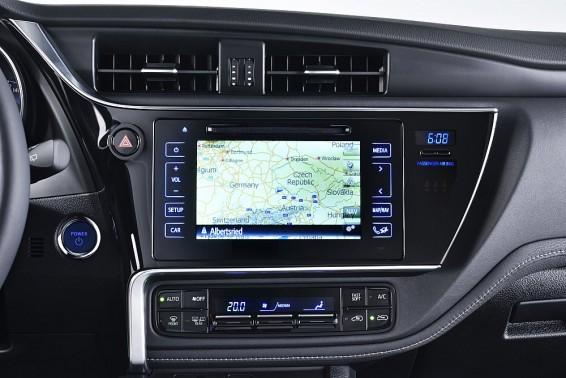 Auris Hybrid dashboard 2015