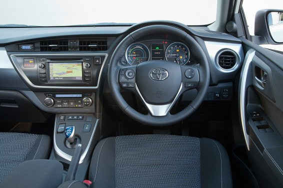 Auris Hybrid interior 2014
