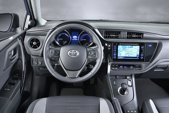 Auris Hybrid interior 2015