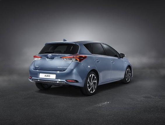 Auris Hybrid rear quarter