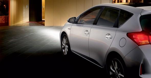 Toyota Auris follow me home headlights