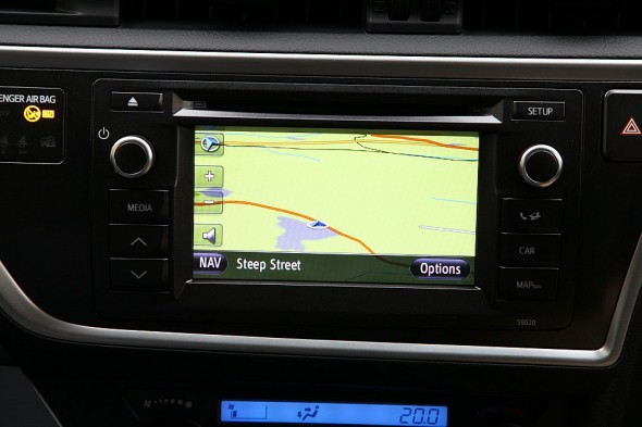 Toyota Auris send text through nav