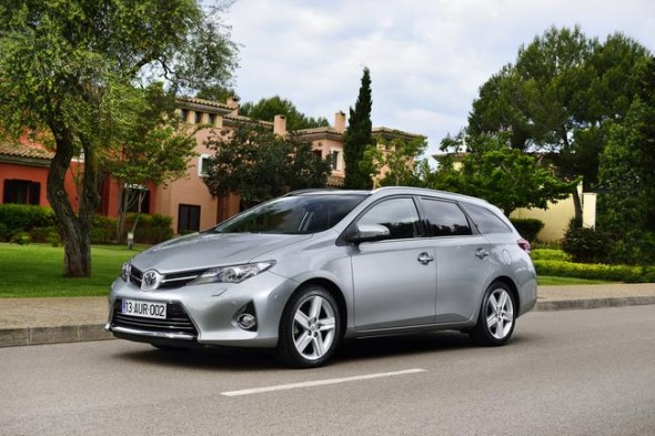 Auris_Touring_Sports_EXT_26_DPL_2013__mid
