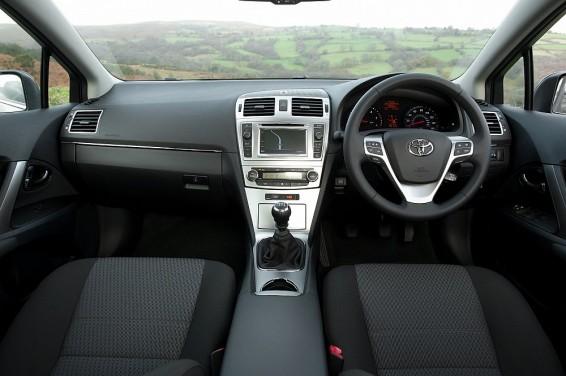 Avensis 64 interior