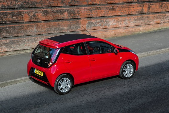 Aygo x-wave roof closed above