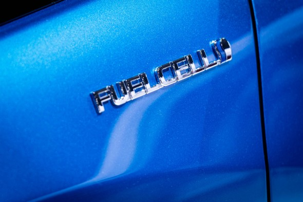 Paris motor show FCV Fuel Cell Sedan (8)