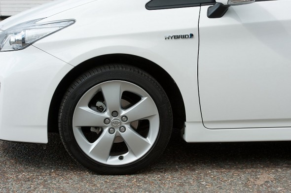 Prius front wing white plate change