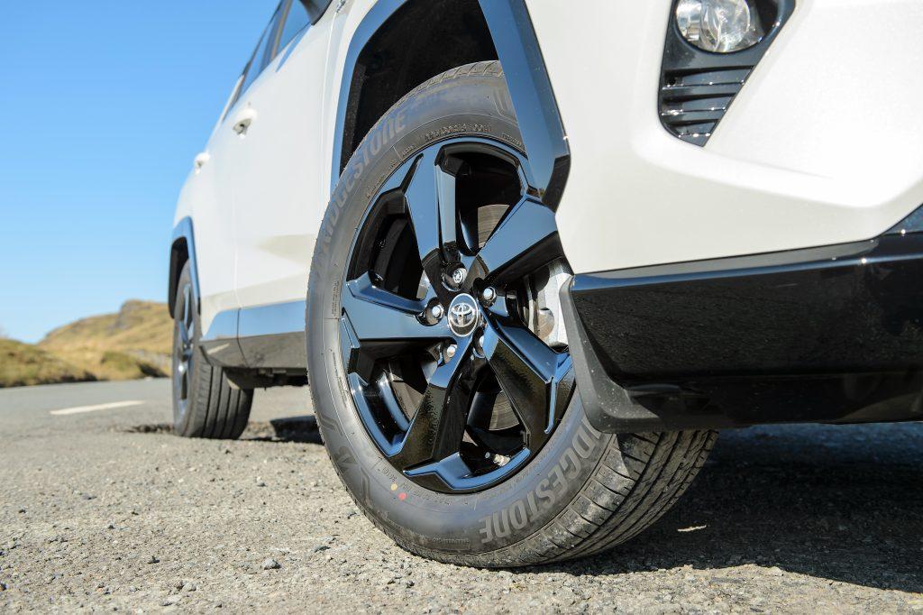 Toyota Tyre Pressure - 2019 Toyota RAV4 Hybrid 2WD wheel