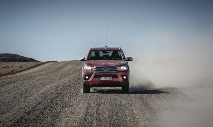 2016 Toyota Hilux review 2