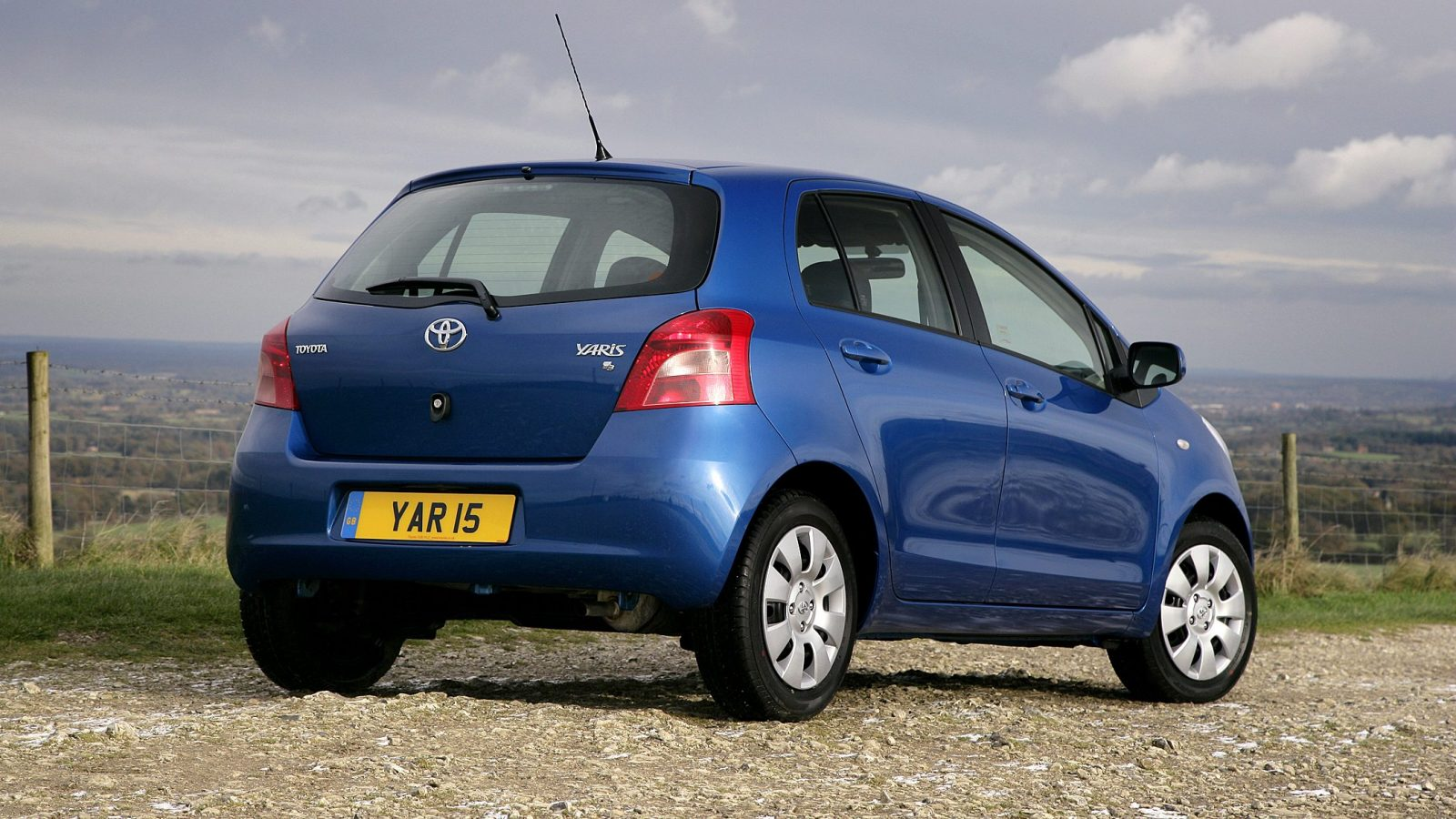 Rear three-quarter view of the second-generation Toyota Yaris 5-door