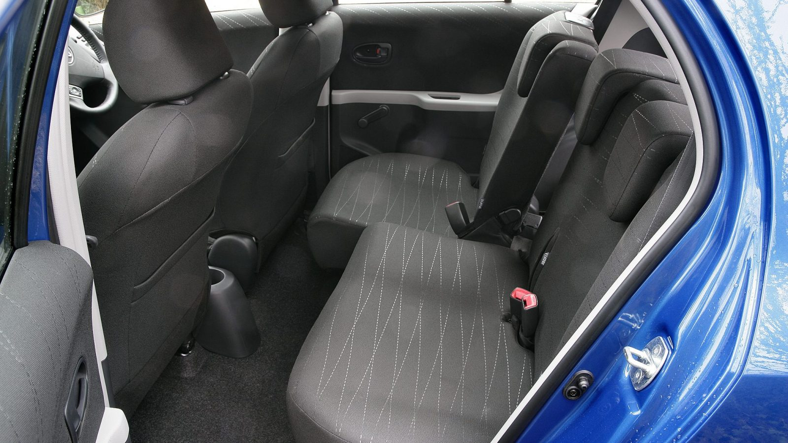 Sliding rear seats in second-generation Toyota Yaris